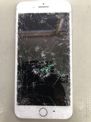 iPhone8Plus車に踏まれた from 大分市大在